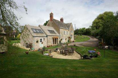 4 Bedrooms Detached House for sale in Bruton, Somerset
