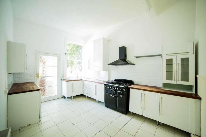 3 Bedrooms Flat for sale in Barclaven Road, Kilmacolm