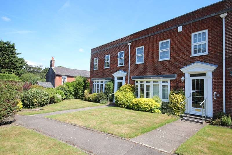3 Bedrooms Terraced House for sale in Merton Grove, Ringwood