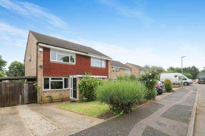 2 Bedrooms Semi Detached House for sale in Keats Way, Hitchin, Hertfordshire