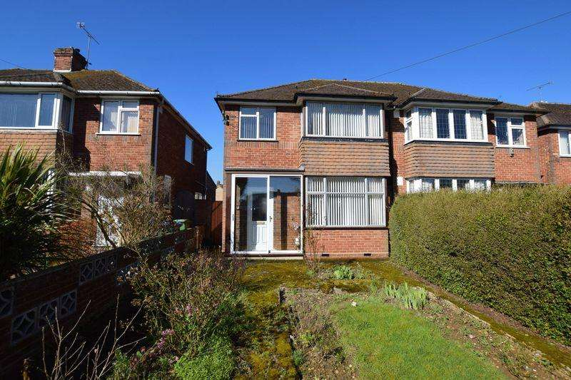 3 Bedrooms Semi Detached House for sale in Buckingham Road, Aylesbury