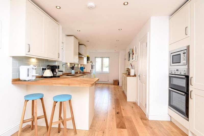 3 Bedrooms Semi Detached House for sale in Franche Court Road, Earlsfield