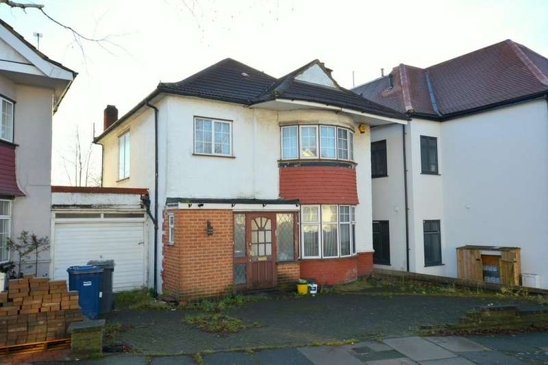 3 Bedrooms Semi Detached House for sale in Beaufort Gardens, London, NW4