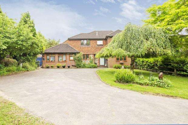 5 Bedrooms Detached House for sale in Harriotts Close, Ashtead, KT21