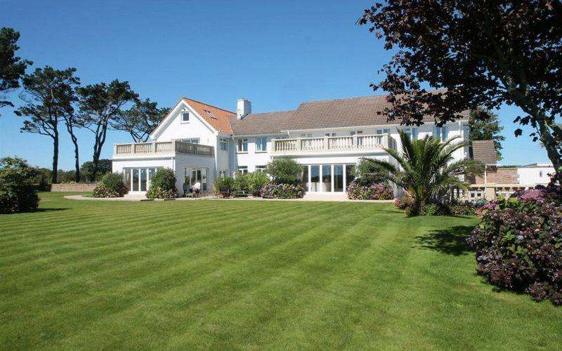 10 Bedrooms House for sale in Le Canibut, Jersey