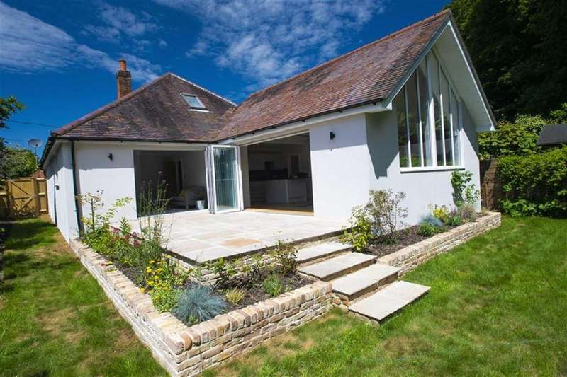 4 Bedrooms Detached Bungalow for sale in Whiteways, Wimborne, Dorset