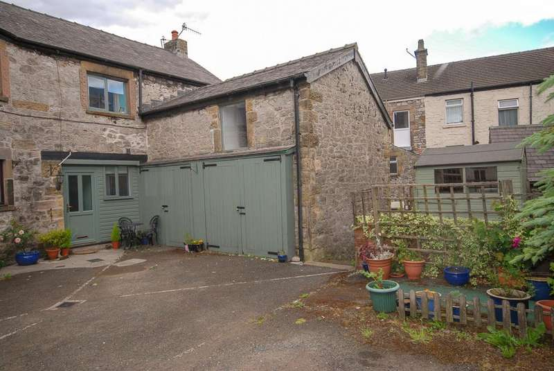 3 Bedrooms Semi Detached House for sale in Alma Street, Buxton