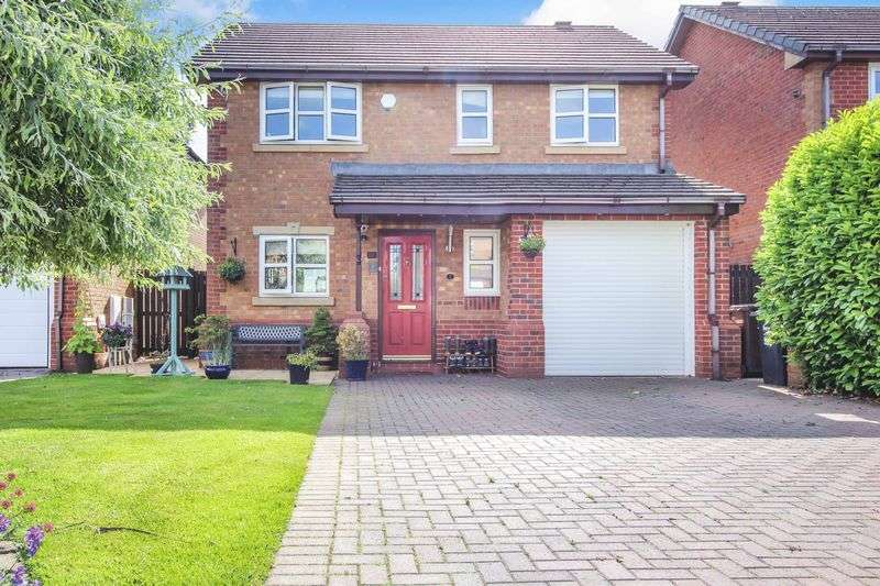 4 Bedrooms Property for sale in Burrs Close, Bury