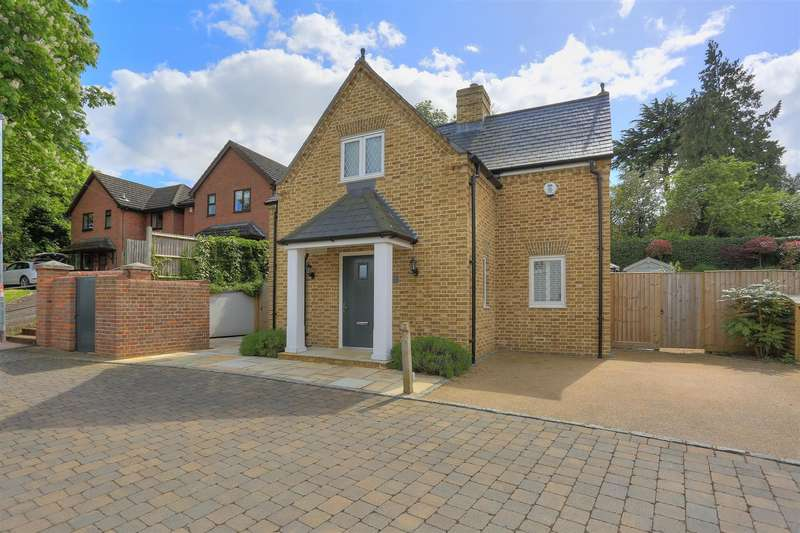 3 Bedrooms Property for sale in Kitsbury Road, Berkhamsted