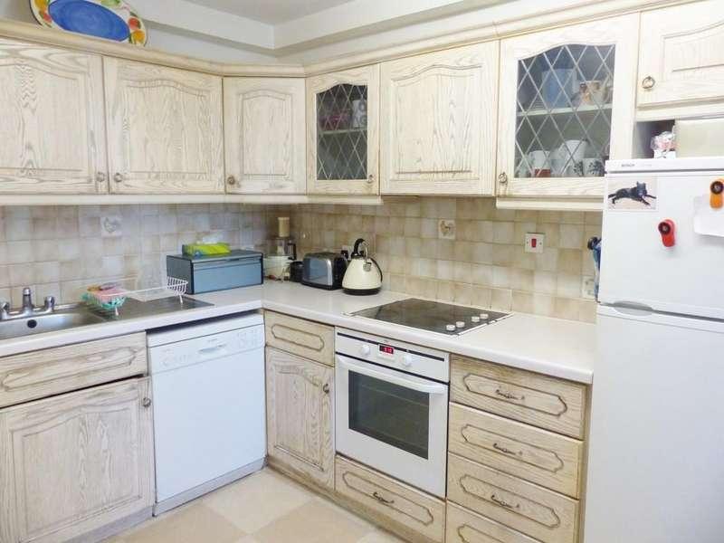 3 Bedrooms Apartment Flat for sale in Raffles House,Brampton Grove, Hendon
