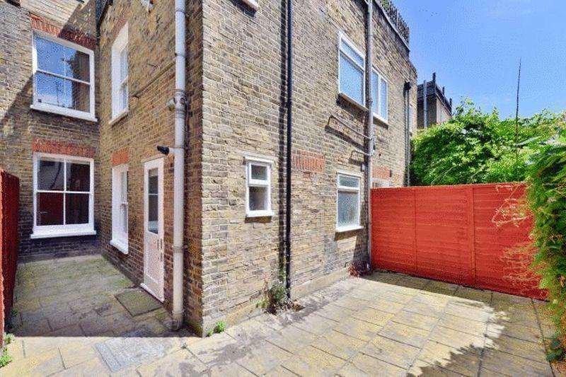 1 Bedroom Apartment Flat for sale in Crimsworth Road, SW8