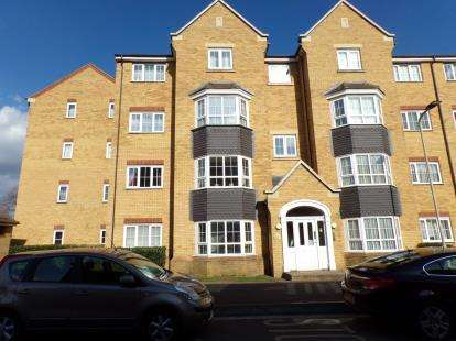 2 Bedrooms Flat for sale in Henley Road, Bedford, Bedfordshire