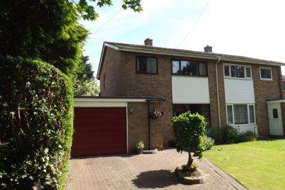 3 Bedrooms Semi Detached House for sale in East Side, Beeston, Sandy, Bedfordshire