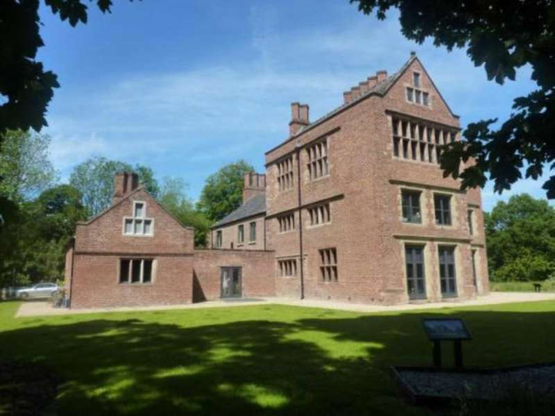 3 Bedrooms Apartment Flat for sale in Bewsey Old Hall, Great Sankey WA5 9PB