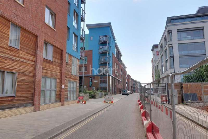 2 Bedrooms Flat for sale in Ratcliffe Court, Bristol, BS2