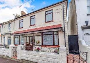 4 Bedrooms End Of Terrace House for sale in Kingswood Road, Gillingham, Kent, .