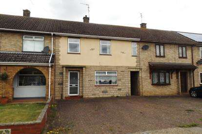 3 Bedrooms Terraced House for sale in Swale Avenue, Peterborough