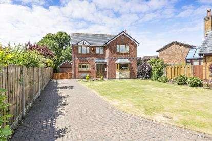 3 Bedrooms Detached House for sale in North Croft, Garstang, Preston, Lancashire, PR3