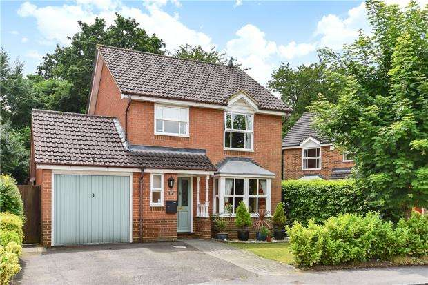 3 Bedrooms Detached House for sale in Dunford Place, Binfield, Bracknell