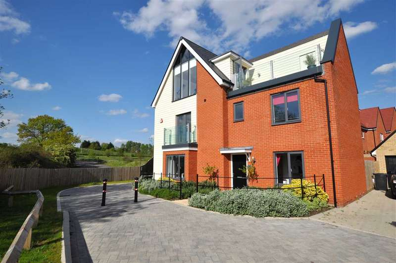 5 Bedrooms Detached House for sale in Fairway Drive, Chelmsford