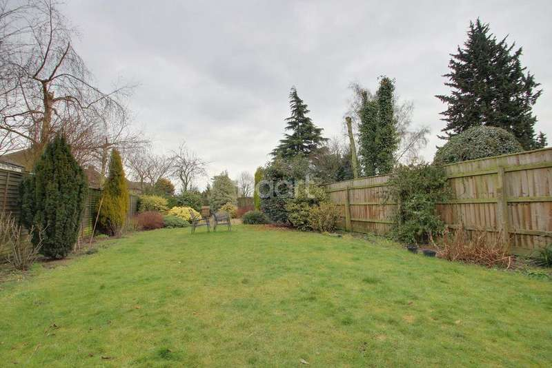 3 Bedrooms Semi Detached House for sale in Mount Drive, Wisbech