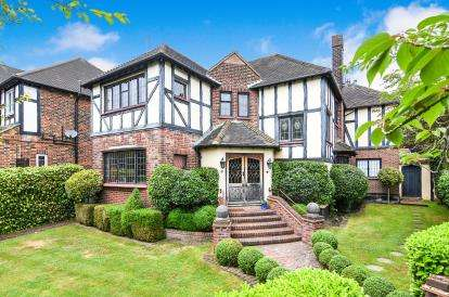 5 Bedrooms Detached House for sale in Chigwell, Essex