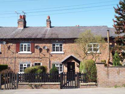 2 Bedrooms Terraced House for sale in Hawthorn View Cottages, Lindow End, Mobberley, Cheshire