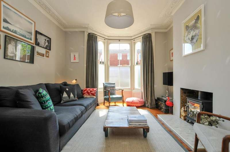 3 Bedrooms Terraced House for sale in Clifden Road, London