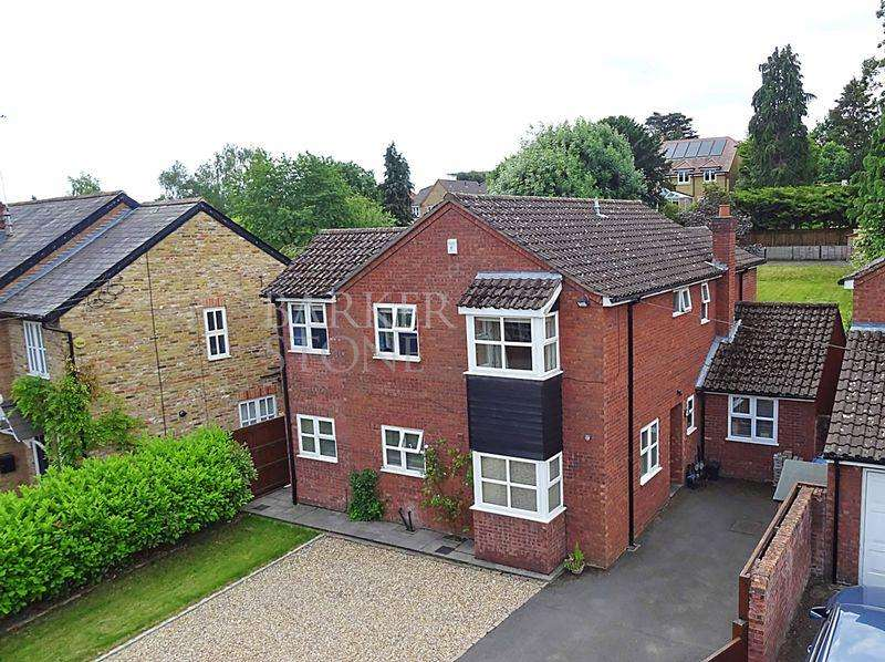 4 Bedrooms Detached House for sale in Up, Up and Away