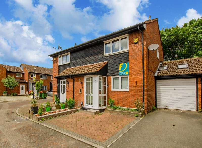 3 Bedrooms Semi Detached House for sale in Heathfield Close, Beckton, E16