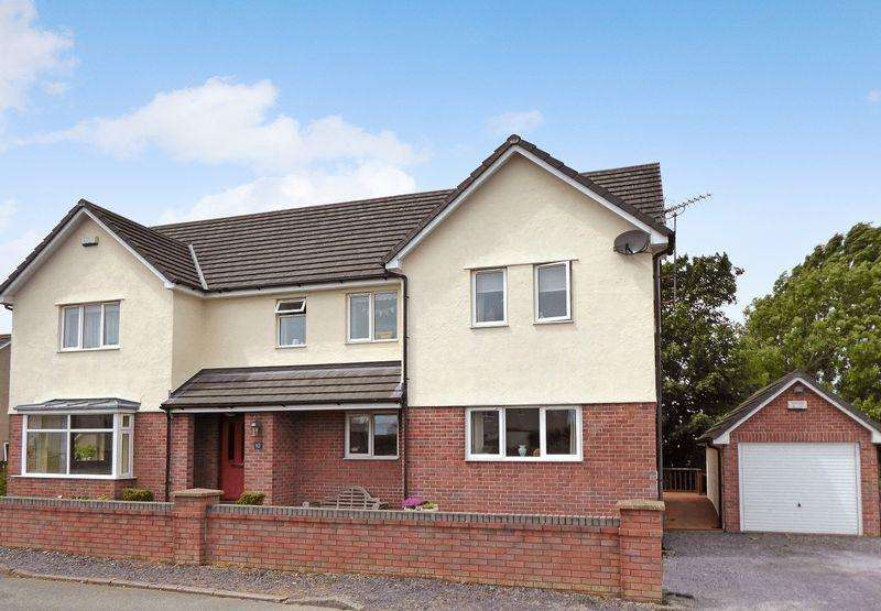 4 Bedrooms Detached House for sale in Rhostrehwfa