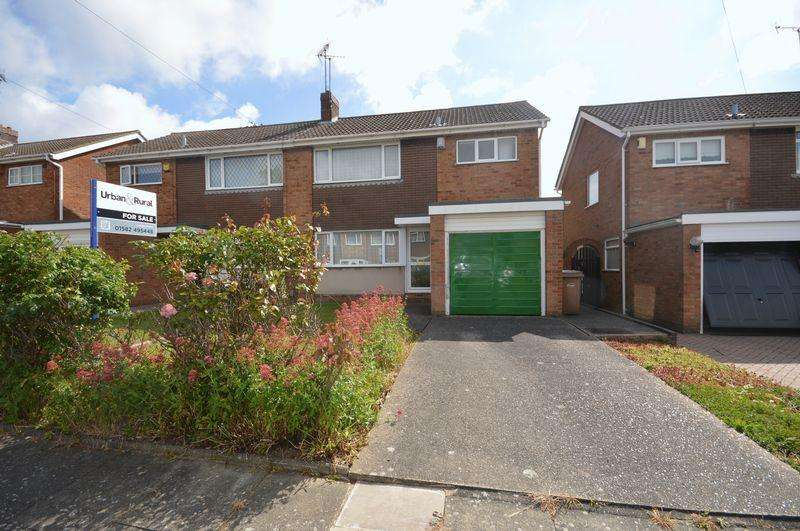 3 Bedrooms Semi Detached House for sale in Sutton Gardens, Luton