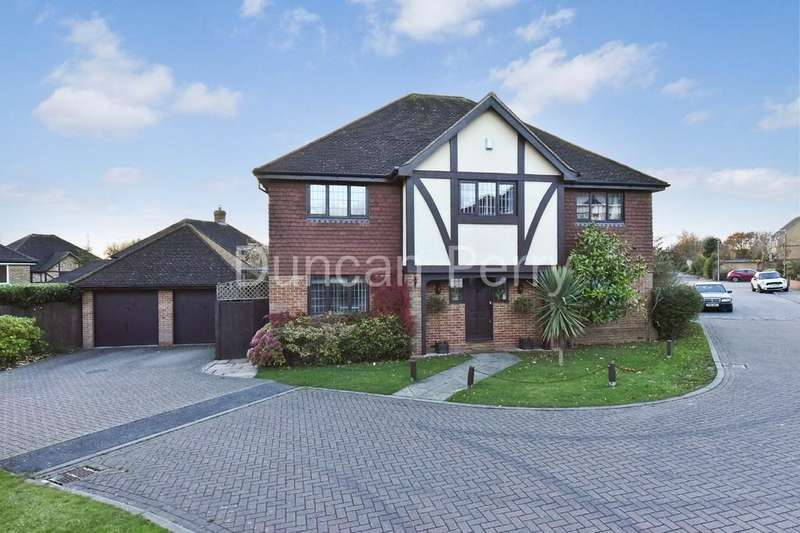 5 Bedrooms Detached House for sale in Richardson Crescent, Cheshunt, Herts