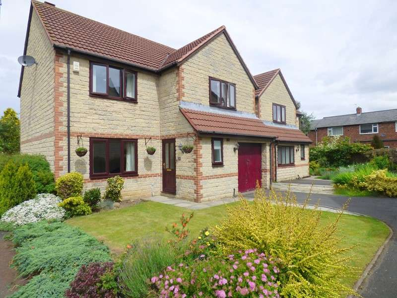 4 Bedrooms Property for sale in Mackintosh Court, Gilesgate, Durham, Durham, DH1 1PY