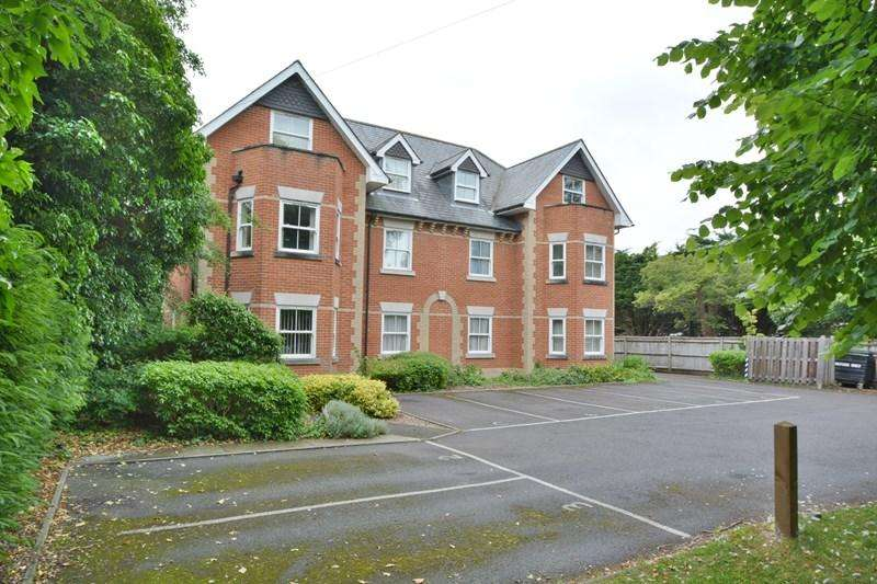 2 Bedrooms Maisonette Flat for sale in Millway Road, Andover