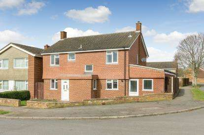 4 Bedrooms Detached House for sale in Nursery Gardens, Bedford, Bedfordshire