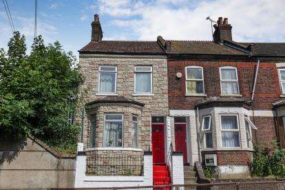 3 Bedrooms End Of Terrace House for sale in Waldeck Road, Luton, Bedfordshire
