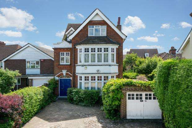 6 Bedrooms Detached House for sale in Bromham Road, Bedford, MK40
