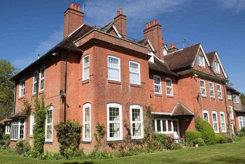 2 Bedrooms Apartment Flat for sale in Netley Hill House, Netley Hill Estate, Southampton