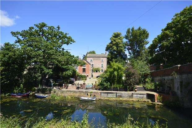 6 Bedrooms Semi Detached House for sale in Ryeford House, Ryeford, Gloucestershire, GL10 2LA