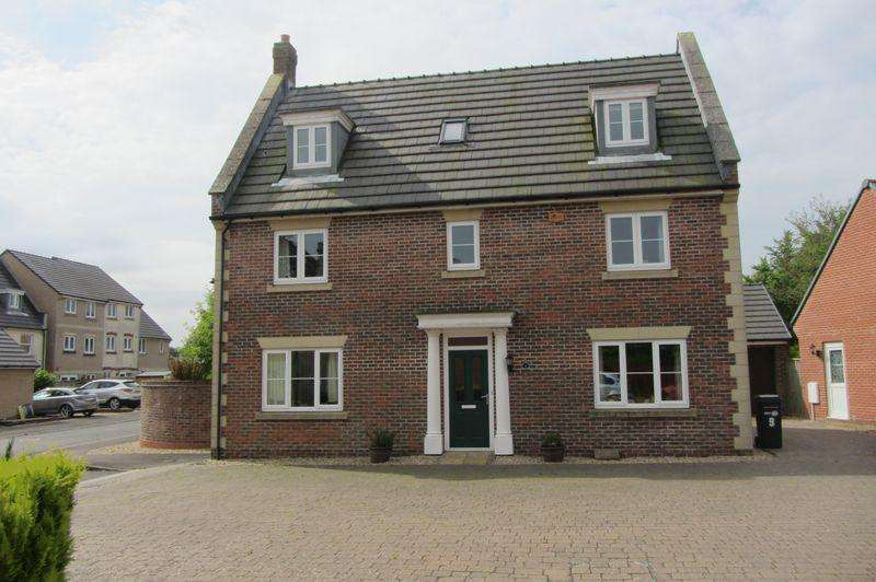 5 Bedrooms Detached House for sale in Willow Way, Crewkerne