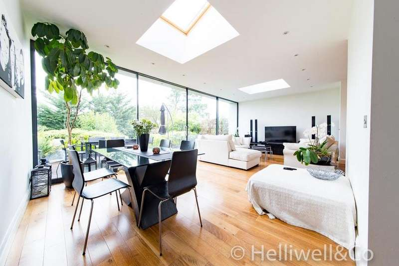 5 Bedrooms Detached House for sale in Corringway, Ealing, W5
