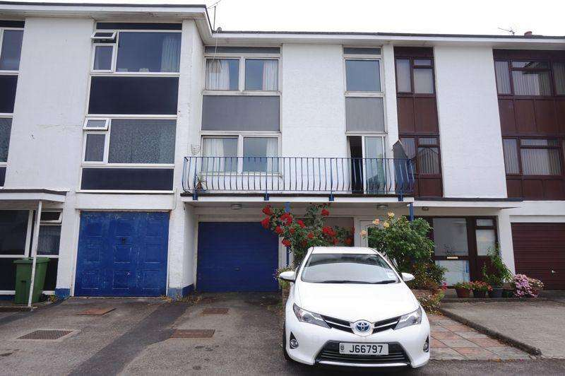 3 Bedrooms House for sale in Potential Large Family Home