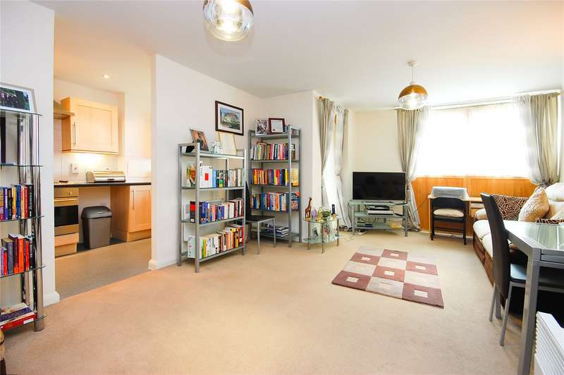 2 Bedrooms Flat for sale in Donnington Court Donnington Road London