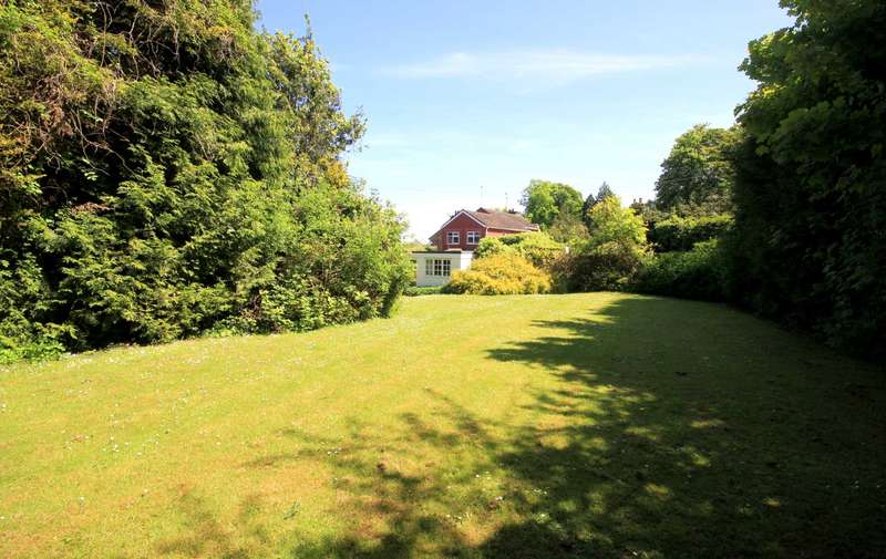 4 Bedrooms Detached House for sale in CHARACTER 4 BED DETACHED WITH GARAGE & GLORIOUS GARDEN