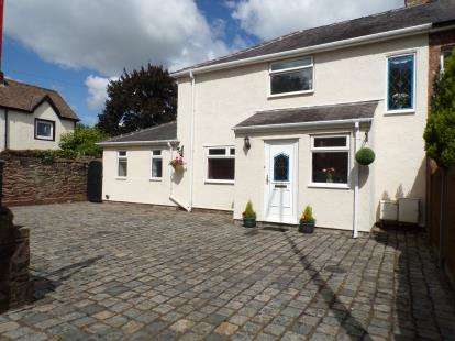 3 Bedrooms Semi Detached House for sale in Wigan Road, Euxton, Chorley, Lancashire