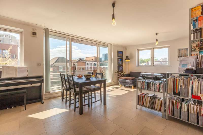 1 Bedroom Flat for sale in Cremer Street, Shoreditch, E2