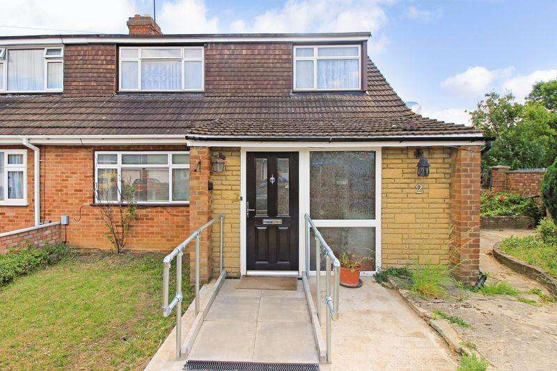 3 Bedrooms Semi Detached Bungalow for sale in St. Josephs Close, Luton