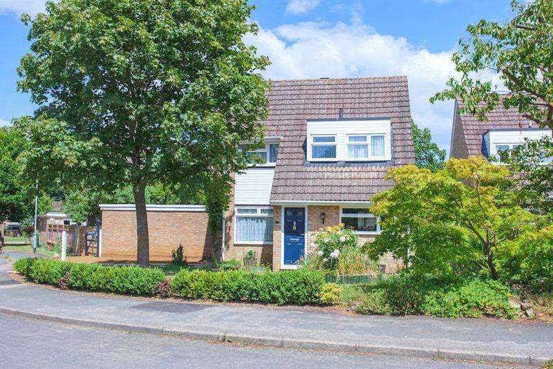 3 Bedrooms Detached House for sale in Cromwell Court, Buckingham