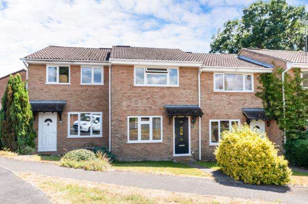 2 Bedrooms Terraced House for sale in Owlsmoor, Sandhurst, Berkshire